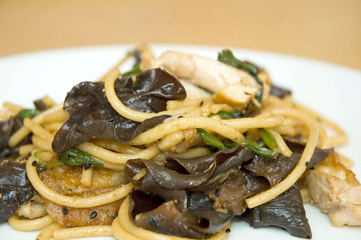 sesame oil, spinach and black mushrooms give this chicken noodle salad ...